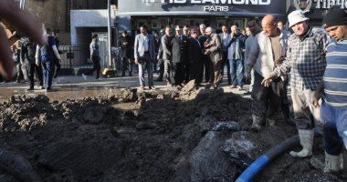 كسر ماسورة مياه بشارع الهرم ومحافظ الجيزة ومدير الأمن يتابعان أعمال الإصلاح