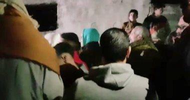 صور.. أهالى البحيرة يشيعون جثامين أسرة كفر الدوار وسط هتافات مطالبة بالقصاص