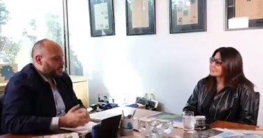 """إليسا رئيسة التحرير تكشف عن عدد مؤثر لجريدة بعنوان """"نقطة ضو"""".. فيديو"""