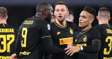إنتر ميلان يستعيد صدارة الدوري الإيطالي بثلاثية ضد نابولي.. فيديو