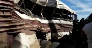 أوناش المرور ترفع حطام حادث تصادم 15 سيارة أعلى الدائرى الأقليمى بالجيزة
