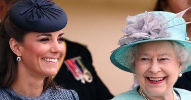 هى اللى فى القلب.. الحساب الملكى يحتفل بعيد ميلاد كيت ميدلتون بصورها مع إليزابيث
