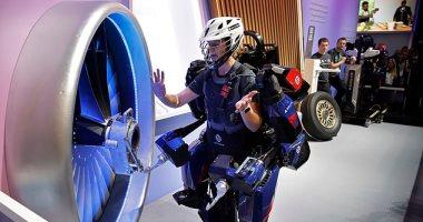 بذلة روبوتية جديدة تمكنك من حمل إطار طائرة وزنه 130 رطل بسهولة