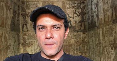 من مهد الحضارة القديمة.. آسر ياسين يحتفى بكنوز الآثار المصرية ويدعو لزيارتها