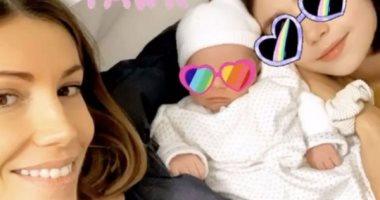 """ملكة جمال فرنسا السابقة تنشر أول صورة برفقة مولودها الثانى """"جيم"""""""