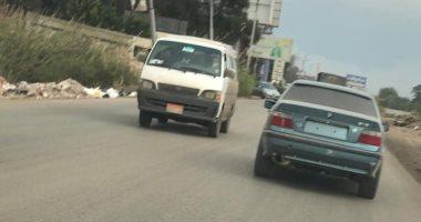 امسك مخالفة.. قارئ يشارك بصورة لسيارة تسير بدون لوحات معدنية بطريق المنصورة