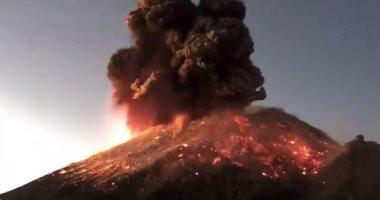 ثوران بركان فى جزيرة كوتشينورابو اليابانية