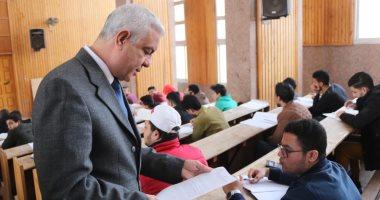 صور .. رئيس جامعة المنوفية: تثبيت 158 عامل مؤقت بمستشفيات الجامعة ويتفقد لجان الامتحانات