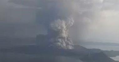 بركان فى الفلبين يصل ارتفاعه 100 متر بالهواء.. ورفع حالة التأهب