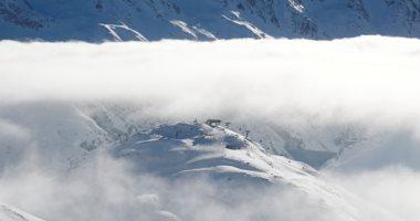 توافد السائحين للتزلج على جليد جبال الألب رغم تحذيرات