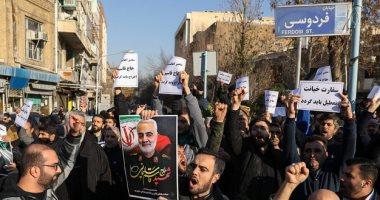 محتجون يطلقون شعارات ضد الحرس الثورى فى ميدان آزادى بطهران..فيديو