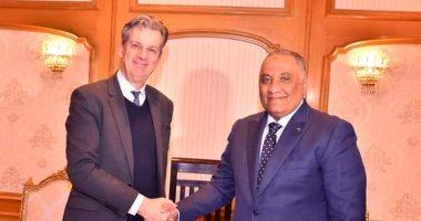 صور.. رئيس الرقابة الإدارية يستقبل سفير المملكة المتحدة لدى مصر