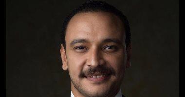 """أحمد خالد صالح موظف فى شركة تأمين بمسلسل """"أنصاف مجانين"""""""