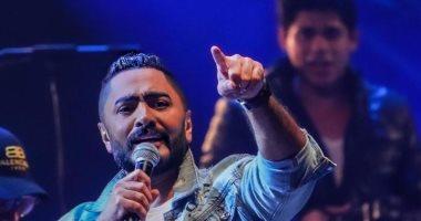فيديو .. تامر حسني يحقق حلم الطفلة هايدى محمد ويعدها بالغناء معه