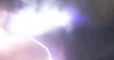 لحظة مفزعة.. صاعقة تتسبب فى زيادة انفجار بركان الفلبين (فيديو)