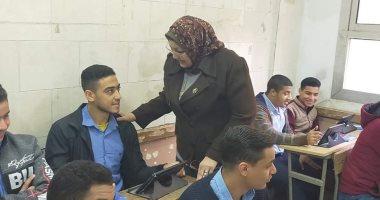 طلاب الثانوى الثانوى يؤدون الأمتحان
