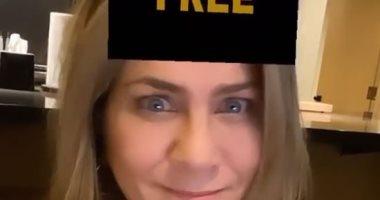 جينيفر أنستون تشارك بفلتر 2020 على انستجرام.. فيديو