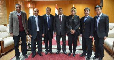 صور.. رئيس جامعة الأقصر يلتقى نائب السفير الصينى لبحث سبل التعاون