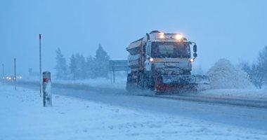 """امواج وثلوج خلال العاصفة """"بريندان"""" التى تضرب بريطانيا"""