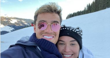 إنستجرام النجوم.. كوتينيو يستجم وسط الثلوج مع زوجته