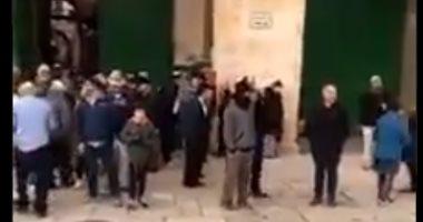 مستوطنون يقتحمون المسجد الأقصى وجيش الاحتلال يعتقل أسيرا فلسطينيا بنابلس