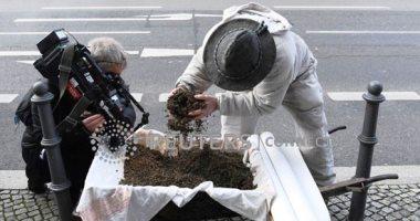 مربو النحل يحتجون أمام وزارة الزراعة فى برلين بسبب العسل الملوث