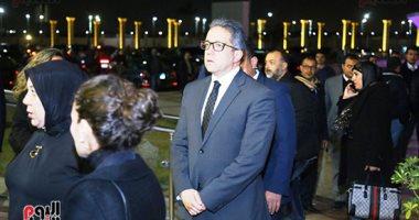 شاهد.. رئيس الوزراء ووزراء ومحافظين وفنانين فى عزاء نجل مايا مرسى