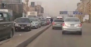 فيديو.. تكدس مرورى بالطريق الدائرى المتجه من القاهرة الجديدة للمنيب