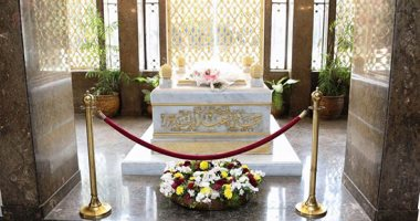 مواطنون يحيون ذكرى ميلاد جمال عبد الناصر أمام ضريح الزعيم الراحل