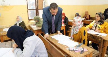 فيديو وصور.. محافظ المنوفية يتفقد عددا من لجان امتحانات الشهادة الإعدادية