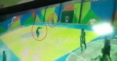 لحظات مرعبة.. مسلحان يقتحمان ملعب مدرسة فى البرازيل ويصيبان 3 طلاب.. فيديو