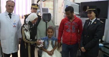 وزير الداخلية يوجه بإجراء عمليتين زرع أجهزة سمعية لطفلين