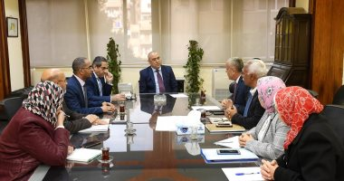 وزير الإسكان يتابع موقف خدمات مياه الشرب والصرف الصحى بالمدن الجديدة
