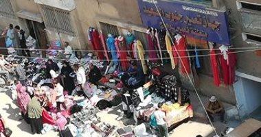 صور.. الباعة الجائلون يحاصرون جهاز تعمير جنوب الصعيد بمدينة ناصر فى سوهاج