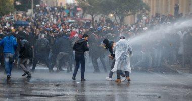 صور.. الأمن اللبنانى يشتبك مع المتظاهرين بمحيط البرلمان فى بيروت