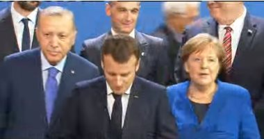 شاهد.. ماكرون يتجاهل أردوغان خلال صورة جماعية لقادة مؤتمر برلين