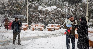 الثلوج تجتاح إيران وتعطل الحياة بها.. صور