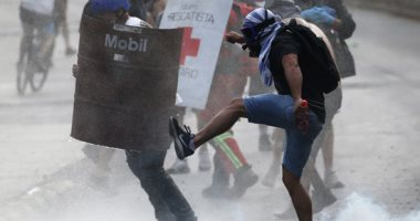 اشتباكات عنيفة بين المتظاهرين وقوات الأمن فى تشيلى