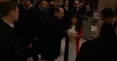 فيديو.. مصرية تصافح السيسى بعد وصوله أحد فنادق لندن: أنت حميتنا وربنا هينصرك
