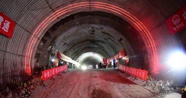 اكتمال بناء أطول نفق مترو تحت البحر في الصين .. فيديو