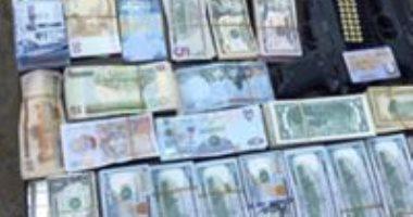 ضبط تاجر عملة بحوزته 140 ألف جنيه و7 الاف دولار