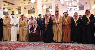 خادم الحرمين الشريفين يؤدى صلاة الميت على الأمير بندر بن محمد بن عبدالرحمن