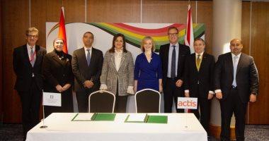"""مؤتمر لندن للاستثمار فى أفريقيا يشهد توقيع اتفاقيتين بأكثر من 4 مليارات دولار.. الأولى بين """"صندوق مصر السيادى"""" و شركة أكتيس بـ3 مليارات جنيه إسترلينى.. وأخرى مع البنك التجارى الدولى بـقيمة 100 مليون دولار"""