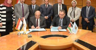 صور.. رئيس جامعة أسيوط يوقع 3 اتفاقيات تعاون مع جامعة الزرقاء الأردنية -