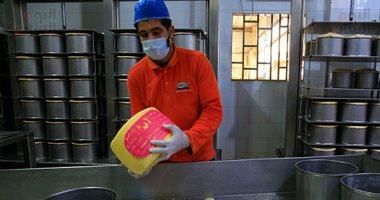 """مراحل صناعة الجبن الرومى.. من """"ضرع"""" البقرى لـ""""بقك"""""""