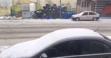 الثلوج تغطى البيوت والشوارع فى مدينة الشوبك جنوب الأردن.. فيديو