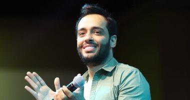 """رامى جمال يسأل الجمهور: هل أكرر تجربة الكتابة بعد """"على حس حكايتنا""""؟.. إليسا ترد"""
