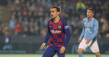برشلونة يستعد للاستغناء عن 8 لاعبين على رأسهم كوتينيو وجريزمان