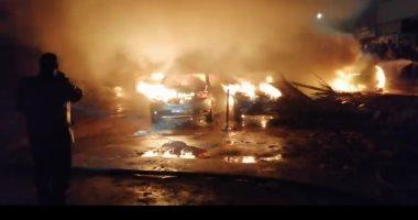 صور.. شهود عيان: ماس كهربائى بسيارة تسبب فى حريق جراج سيارات فيصل