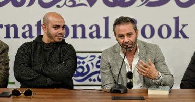 حازم إمام يشارك فى حفل توقيع كتاب 100 عام من الحلم فى معرض الكتاب